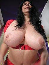 Big titted mature slut showing her best