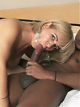 Experienced mature MILF Chamara mouthing a thick pole then goes to work riding cowgirl